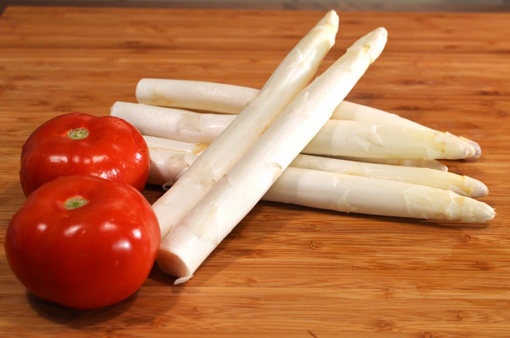 Sweet Tomatoes and White Asparagus